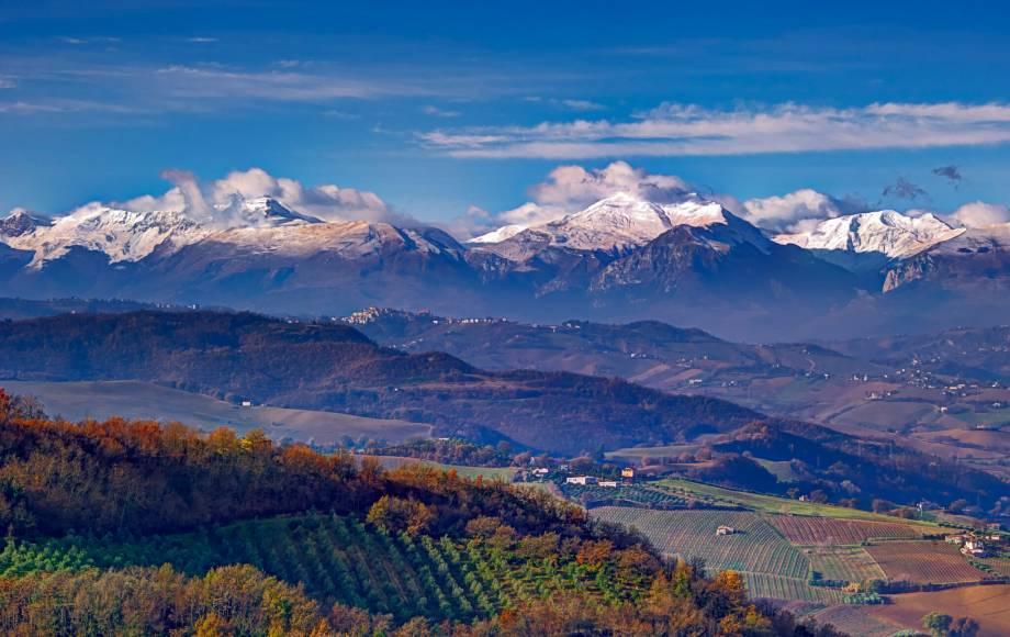 monti sibillini national park le marche italy